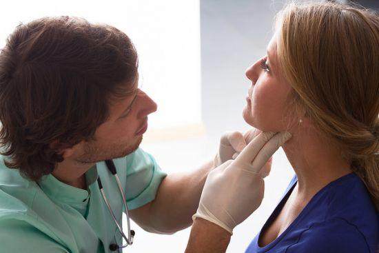 Rak tarczycy – objawy i leczenie nowotworu