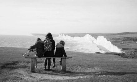 Jak dzieci przeżywają chorobę nowotworową rodzica oraz jak możemy im pomóc