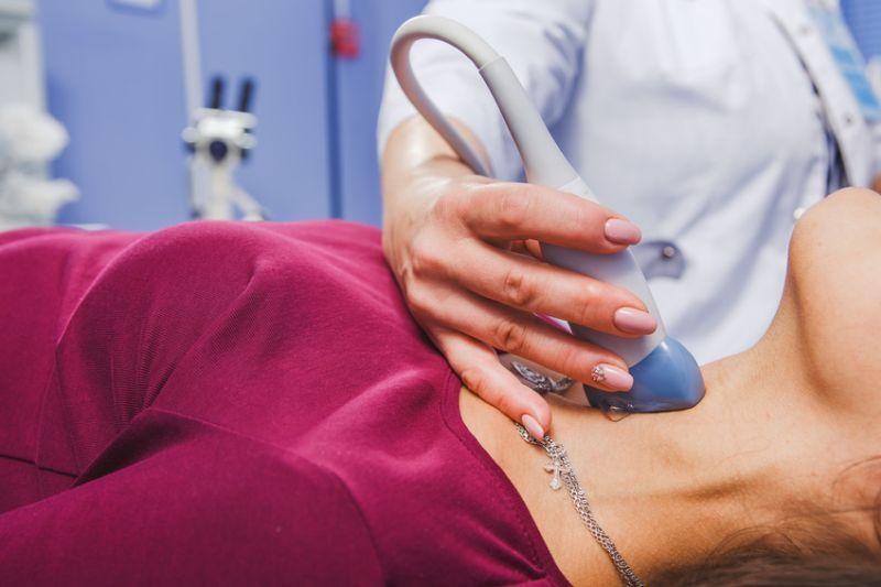 nowotwór guzek tarczycy